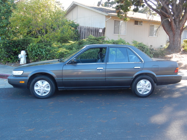 Picture of 1990 Nissan Stanza