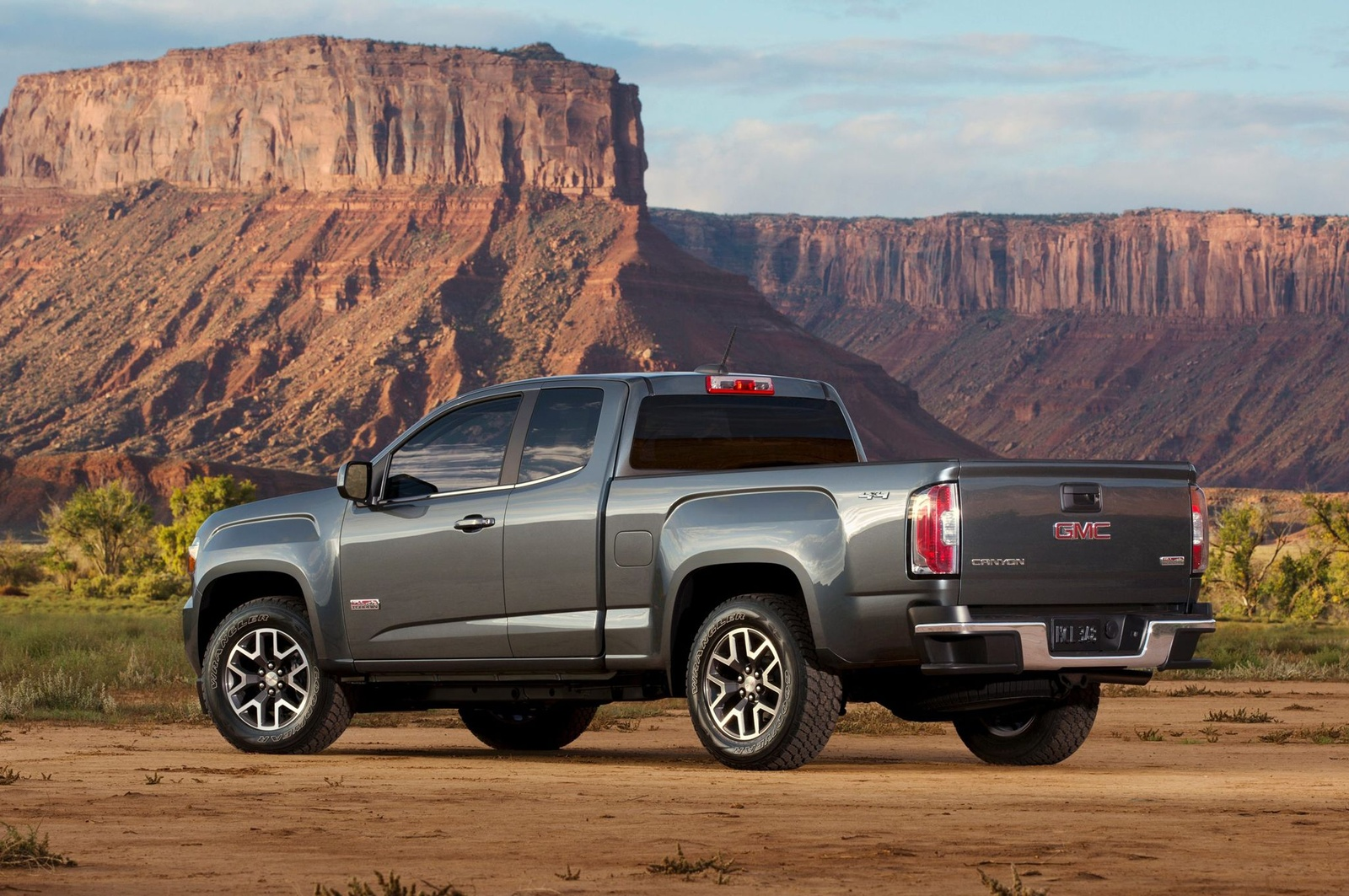 Picture of 2016 GMC Canyon SLT Crew Cab