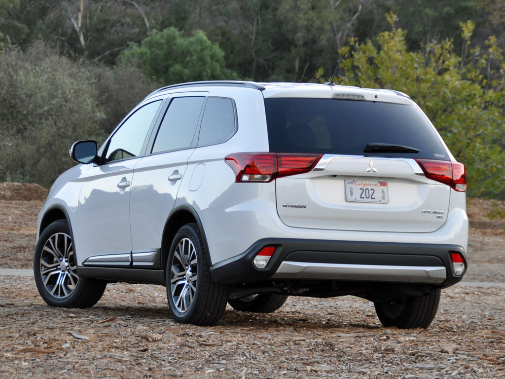 2016 Mitsubishi Outlander SEL S-AWC in Diamond White