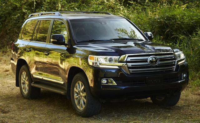 2016 Toyota Land Cruiser, Front-quarter view., exterior, manufacturer