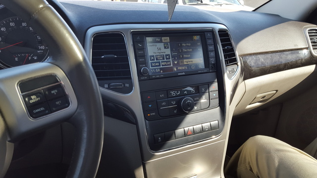 2011 jeep grand cherokee pictures cargurus for 2011 grand cherokee interior