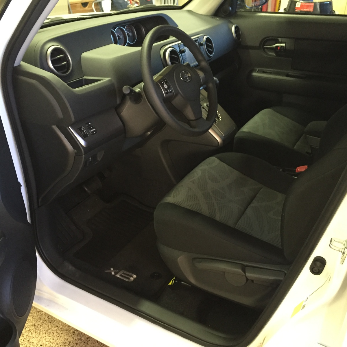 Picture of 2015 Scion xB 5-Door