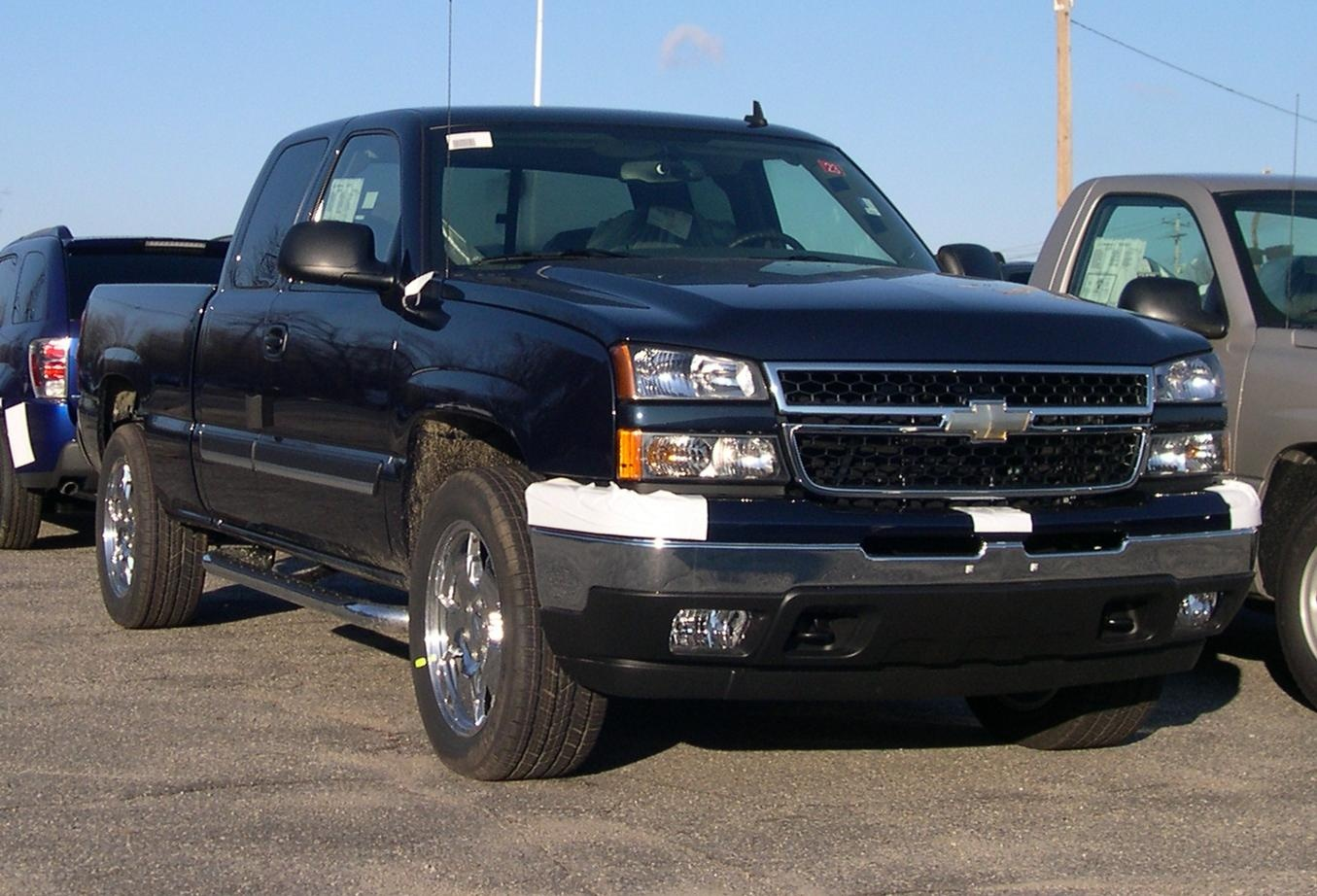 chevrolet suburban questions will a 2006 or 07 classic. Black Bedroom Furniture Sets. Home Design Ideas