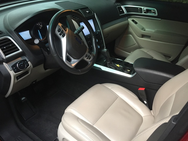 Picture of 2013 Ford Explorer XLT, interior, gallery_worthy