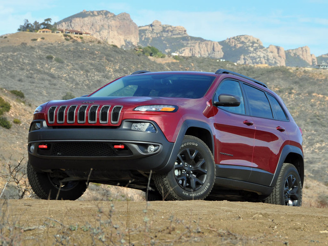 2016 Jeep Cherokee Trailhawk 4WD, 2016 Jeep Cherokee Trailhawk in Deep Cherry Red, exterior, gallery_worthy