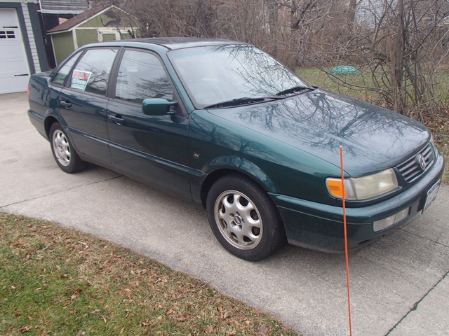 Picture of 1995 Volkswagen Passat 4 Dr GLX V6 Sedan
