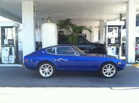 1975 Datsun 280Z, At the gas station, exterior