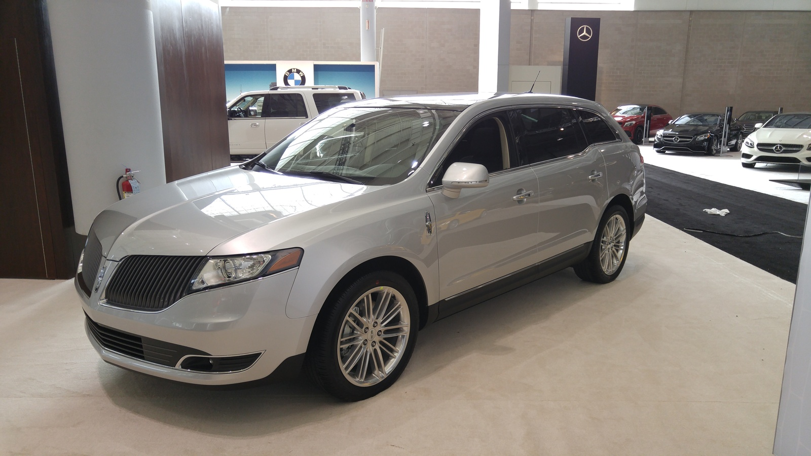 crossover mid mkx auto size detroit mkt news photo live photos starts gallery show price lincoln at