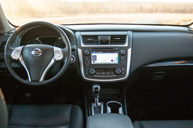 Picture of 2016 Nissan Altima 2.5 SL, interior, gallery_worthy