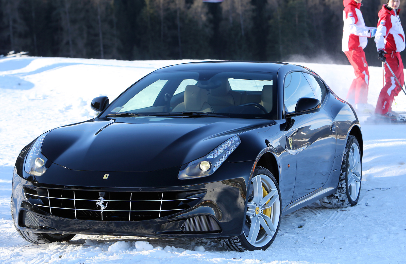 2016 ferrari ff overview cargurus. Black Bedroom Furniture Sets. Home Design Ideas