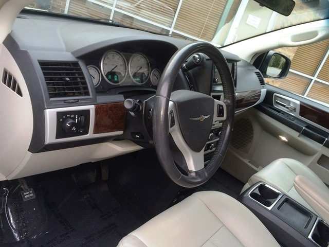 Picture of 2010 Chrysler Town & Country Touring Plus FWD, interior, gallery_worthy