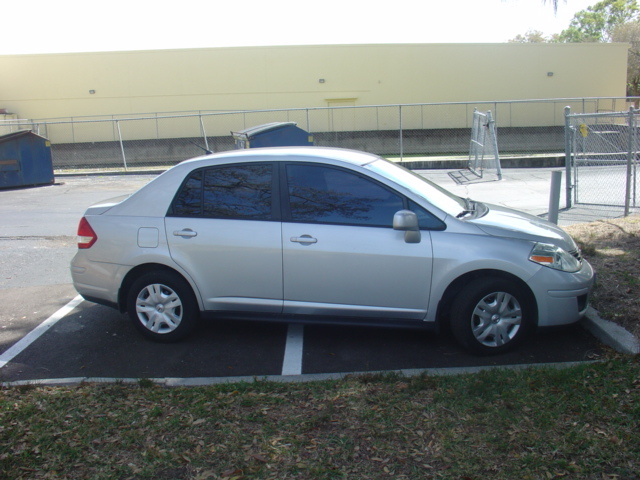 2010 Nissan Versa Review
