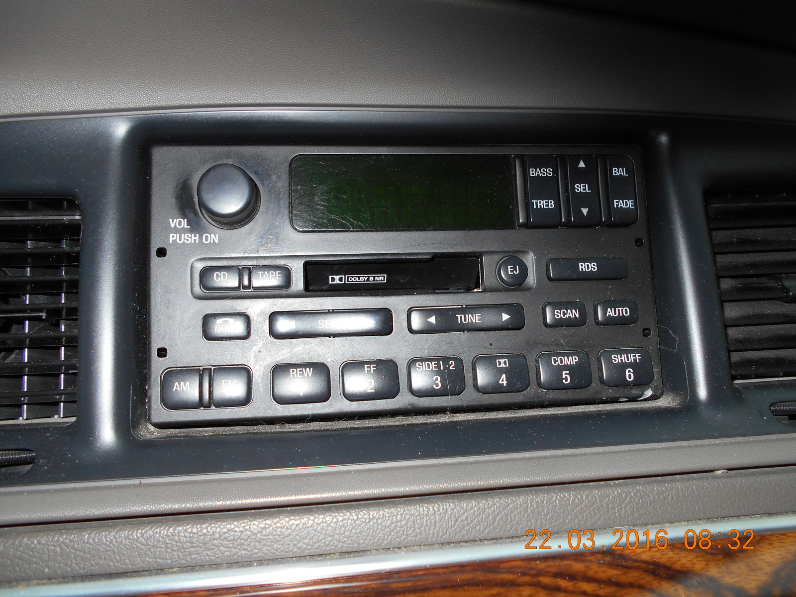 When cd pressed display reads no cddj does this button control optional cd changer should there be a connector in the trunk