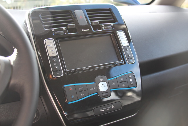 Picture of 2016 Nissan Leaf, interior, gallery_worthy