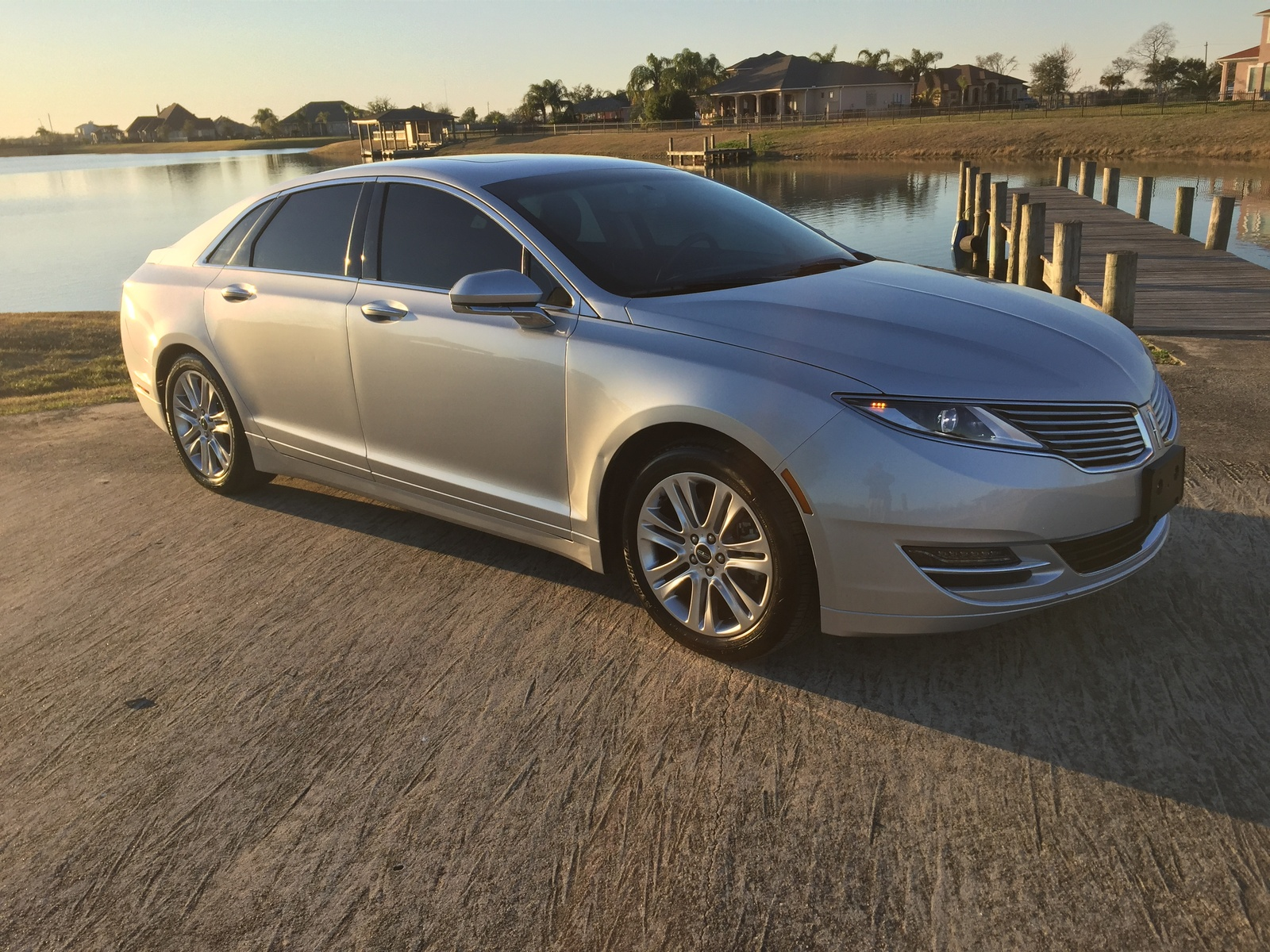http://static.cargurus.com/images/site/2016/04/15/03/59/2015_lincoln_mkz_base-pic-8649084888974045054-1600x1200.jpeg