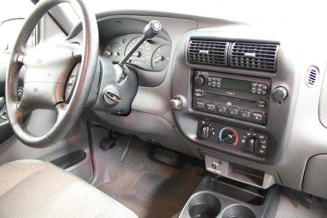 2000 Ford Ranger Interior