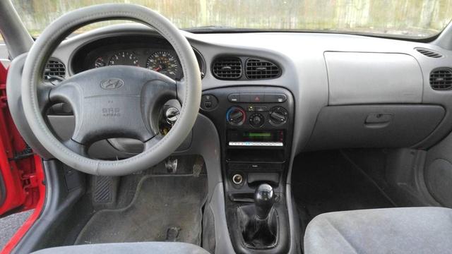 2000 Hyundai Elantra - Pictures