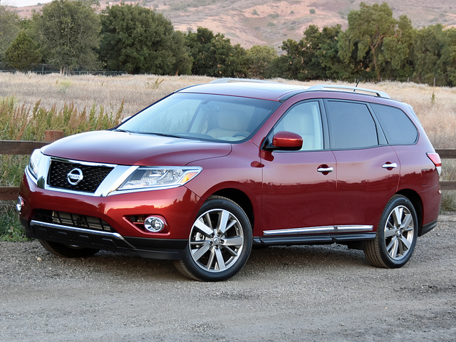 2016 Nissan Pathfinder Platinum in Cayenne Red
