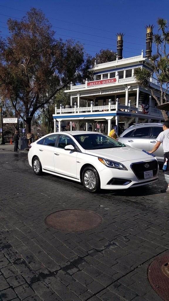 Picture of 2016 Hyundai Sonata Hybrid Base