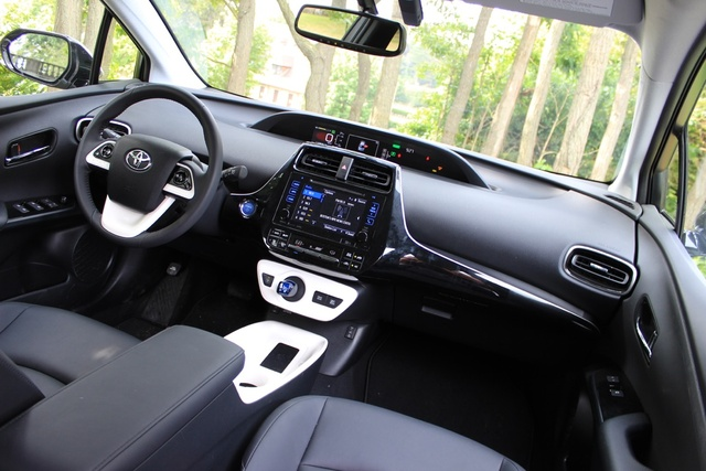 Interior of the 2016 Toyota Prius, gallery_worthy