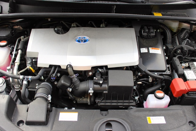 Engine of the 2016 Toyota Prius, engine, gallery_worthy