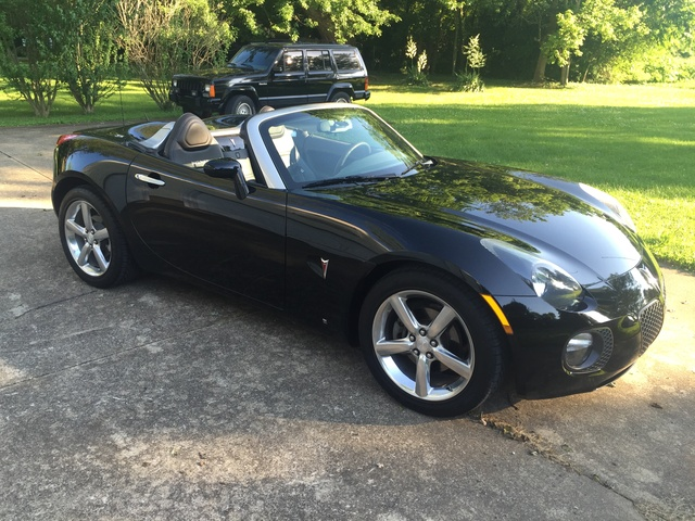 Picture of 2010 Pontiac Solstice GXP