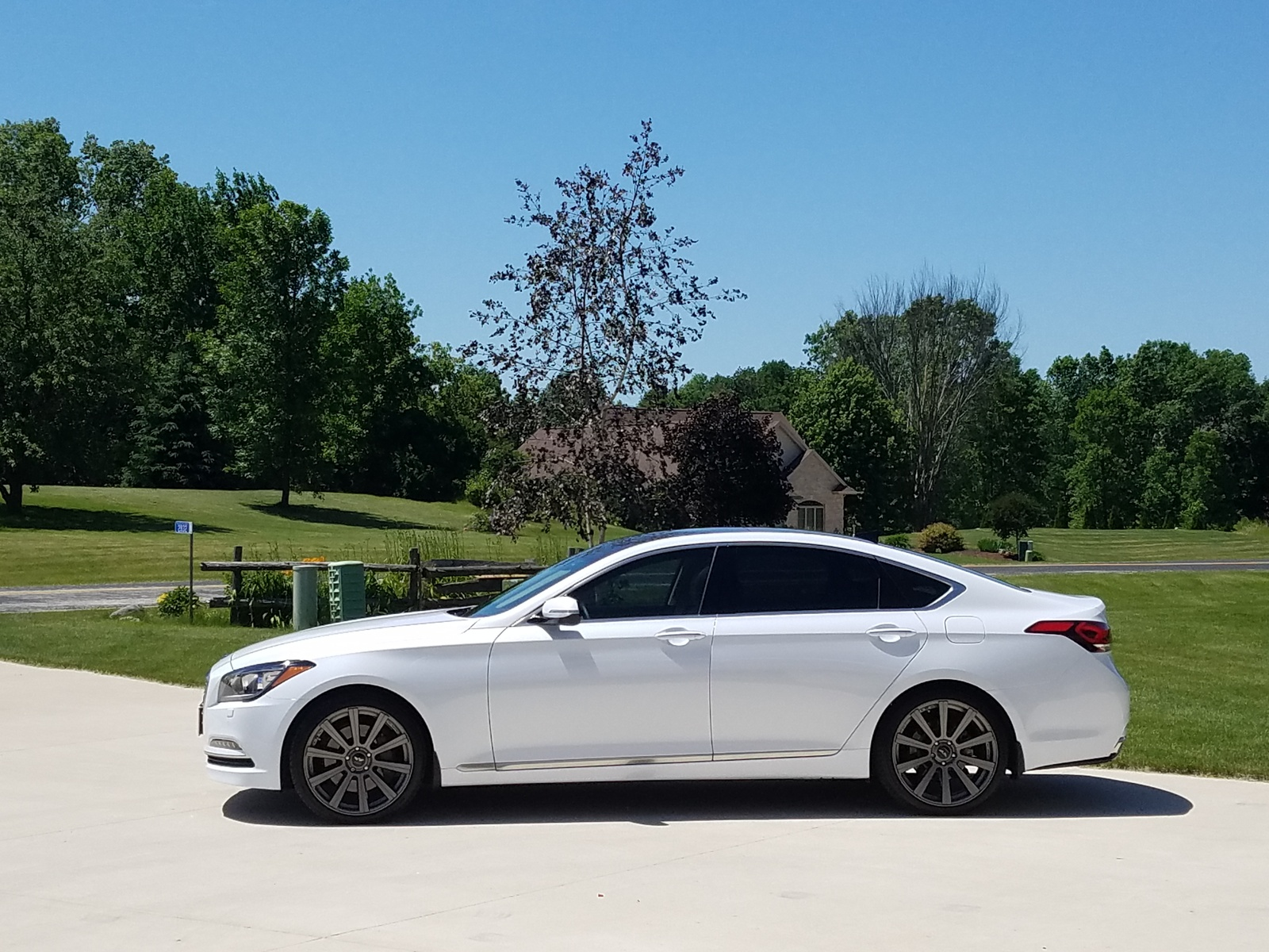 Picture of 2016 Hyundai Genesis 3.8L AWD