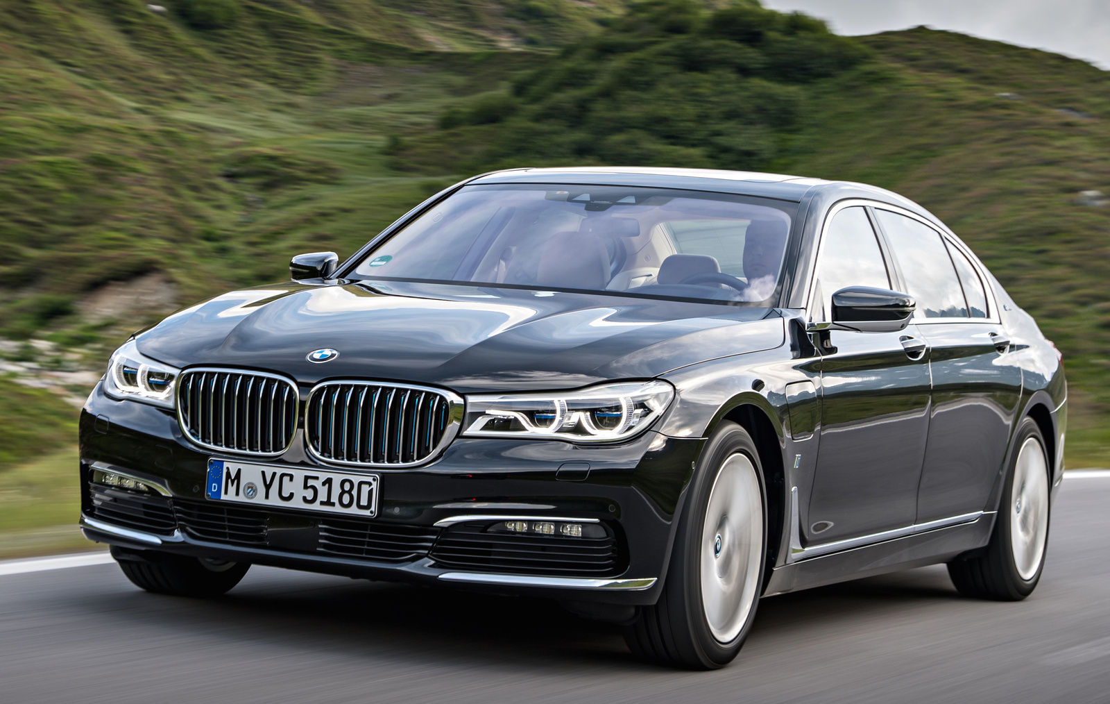 2017 BMW 7 Series Front Quarter View Exterior Manufacturer Gallery Worthy