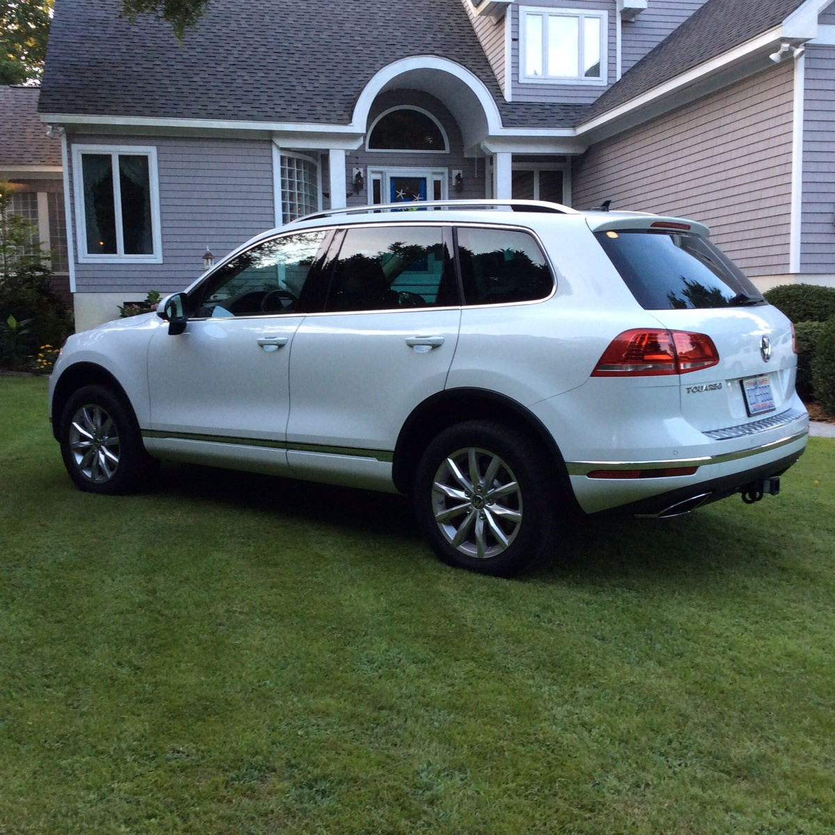 Picture of 2016 Volkswagen Touareg VR6 Sport with Tech