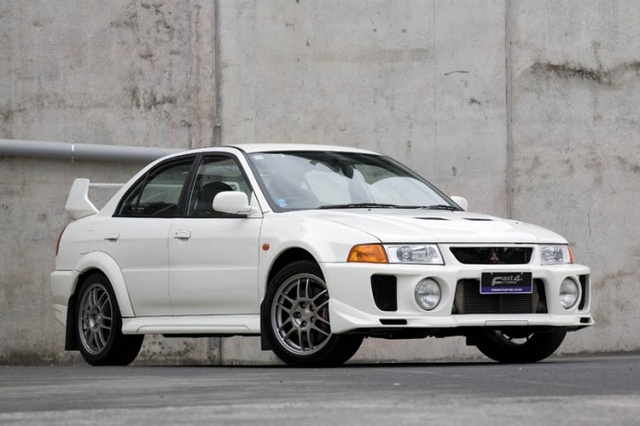 Picture of 1998 Mitsubishi Lancer Evolution