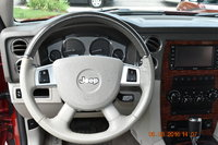 Picture of 2010 Jeep Commander Limited 4WD, interior