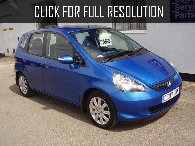 Suggest A Dvd Player For Honda Jazz Fit 2007