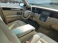 Picture of 2006 Lincoln Town Car Signature L, interior