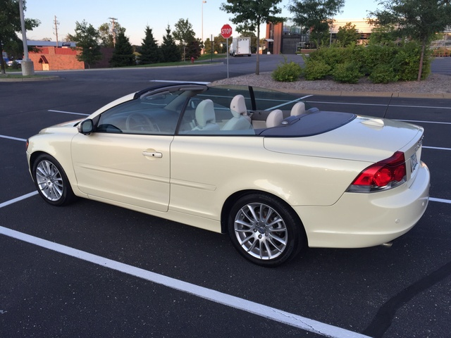 Picture of 2009 Volvo C70 T5