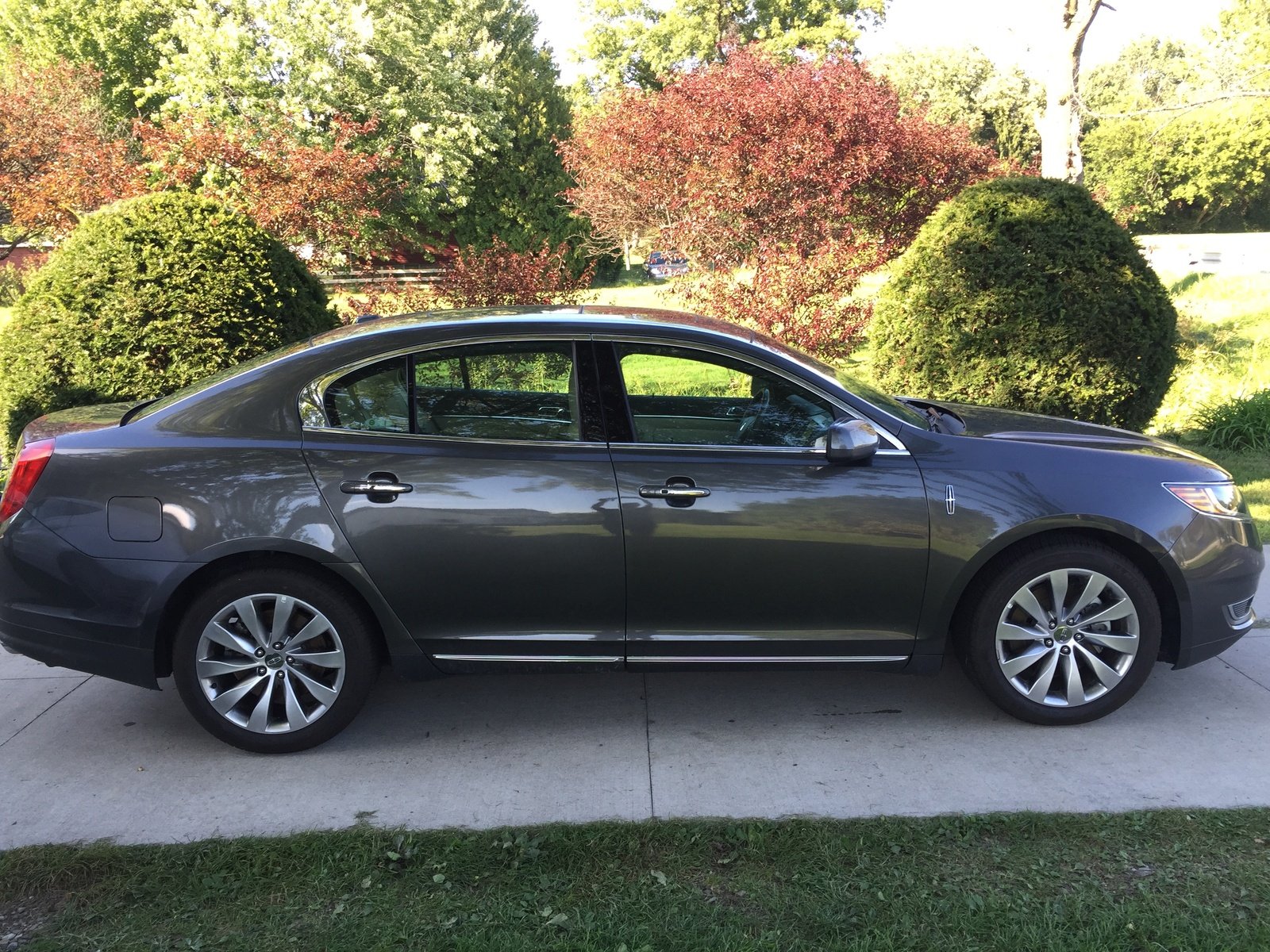 Picture of 2016 Lincoln MKS Base