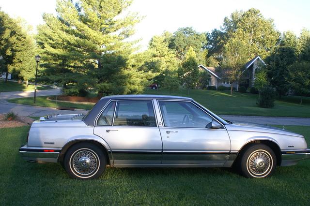 Buick Lesabre Custom Sedan Pic X on 1985 Buick Lesabre Sedan