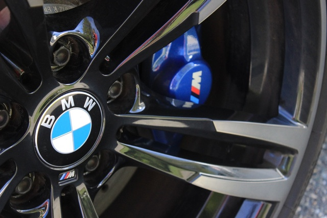 Wheel and brake caliper of the 2016 BMW M2, exterior, gallery_worthy