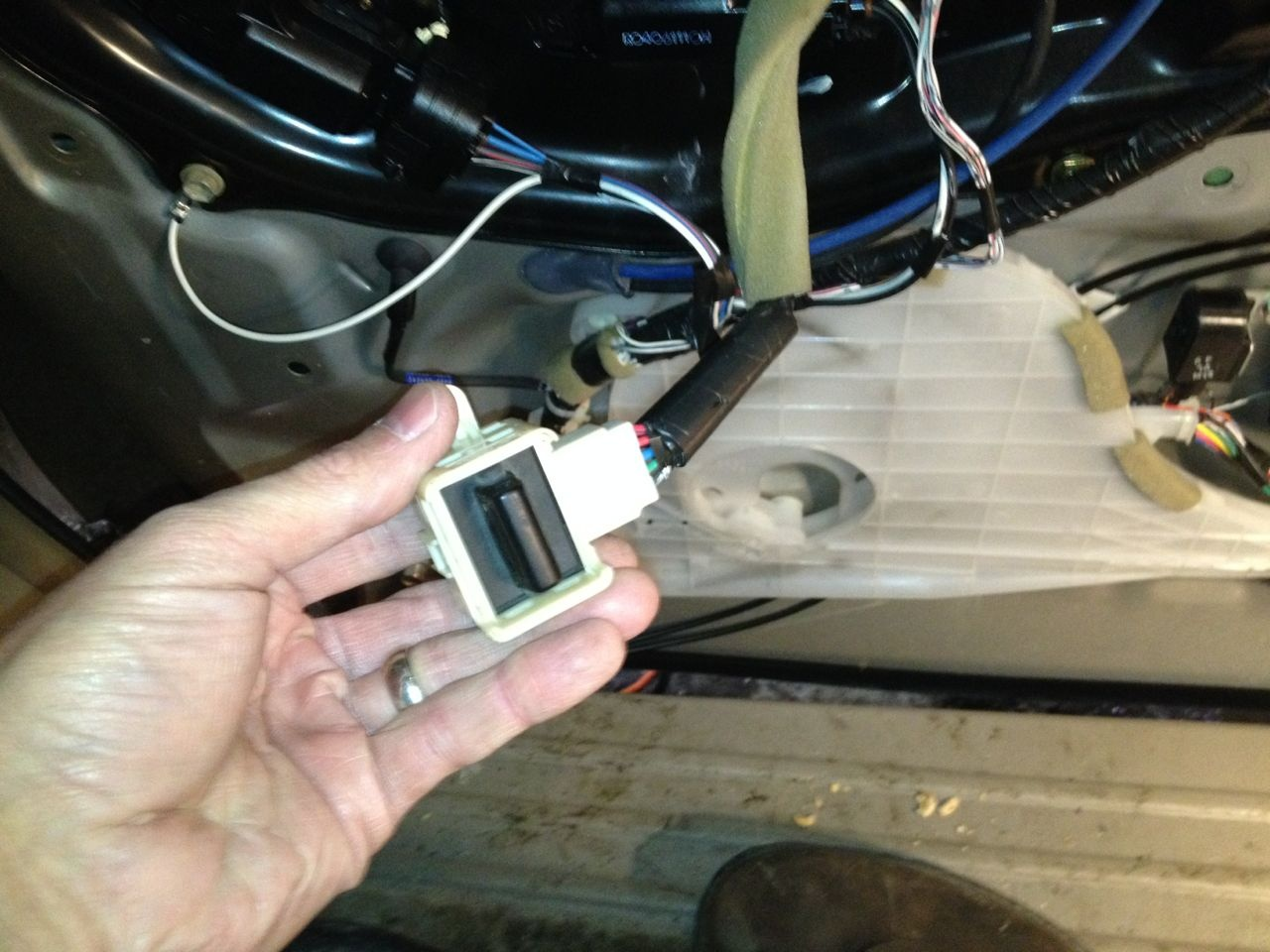 Toyota Sienna Questions 2004 Cargurus Fuse Diagram Sliding Door And Had Removed The Local Switch Attempted To Roll Up Window From A Remote But It Would Not At