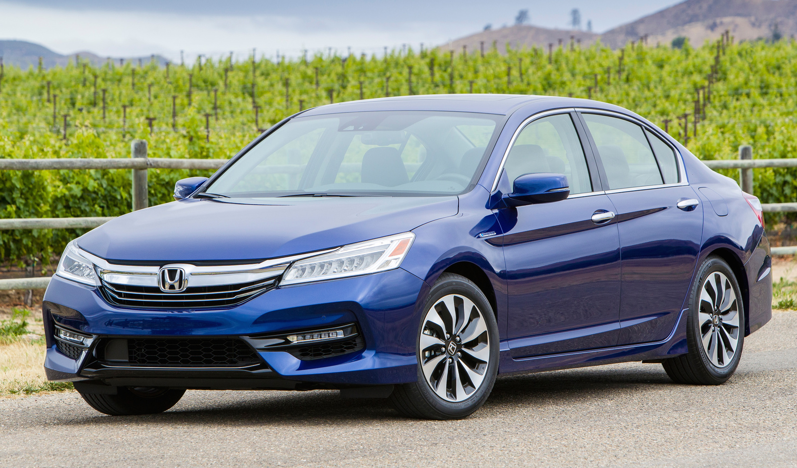 Honda Accord Hybrid Overview CarGurus - Accord vehicle
