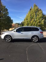 Picture of 2015 Nissan Pathfinder Platinum 4WD, exterior