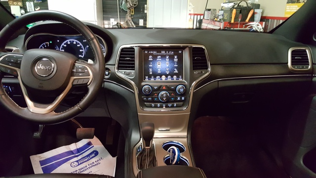Jeep Cherokee Interior >> 2016 Jeep Grand Cherokee Interior Pictures Cargurus