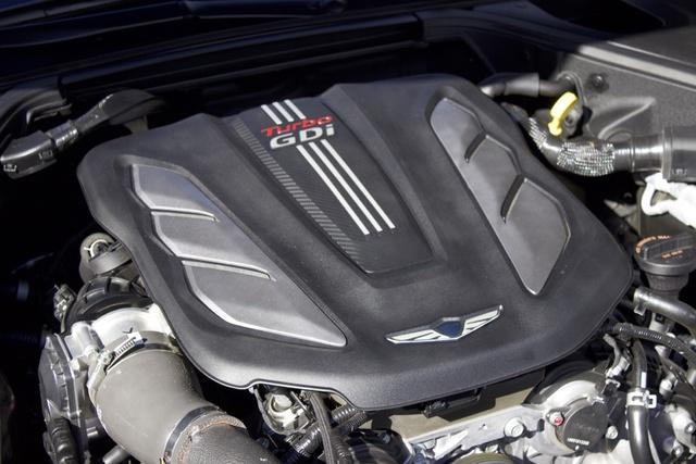 Engine of the 2017 Genesis G90, engine, gallery_worthy