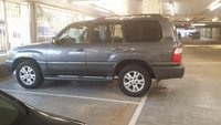 2004 Lexus LX 470 Picture Gallery