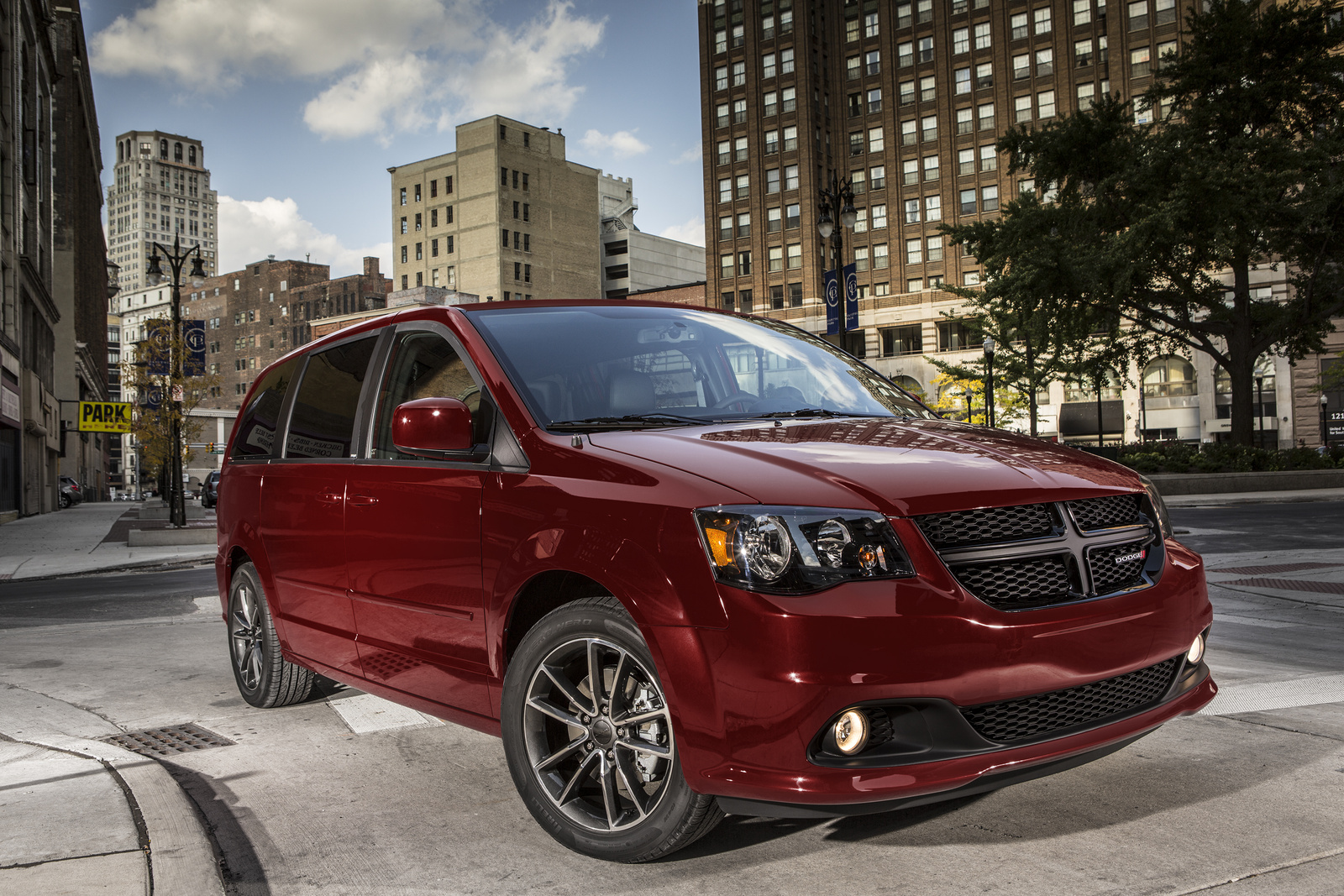 2017 Dodge Grand Caravan front-quarter view