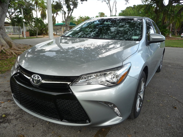 2016 Toyota Camry Pictures Cargurus
