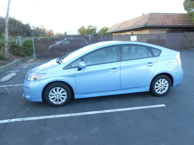 2013 toyota prius plug in pictures cargurus. Black Bedroom Furniture Sets. Home Design Ideas