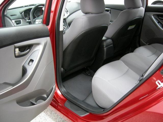 Picture of 2016 Hyundai Elantra SE Sedan FWD, interior, gallery_worthy