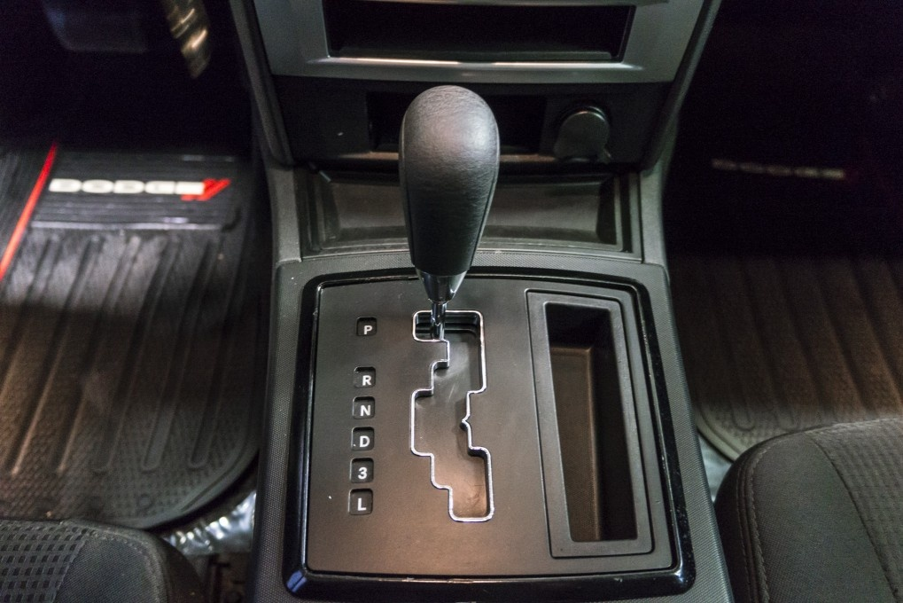 Dodge Charger Questions - Gear shift box / Gear shift light