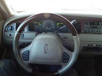 Picture of 2002 Lincoln Town Car Signature Premium