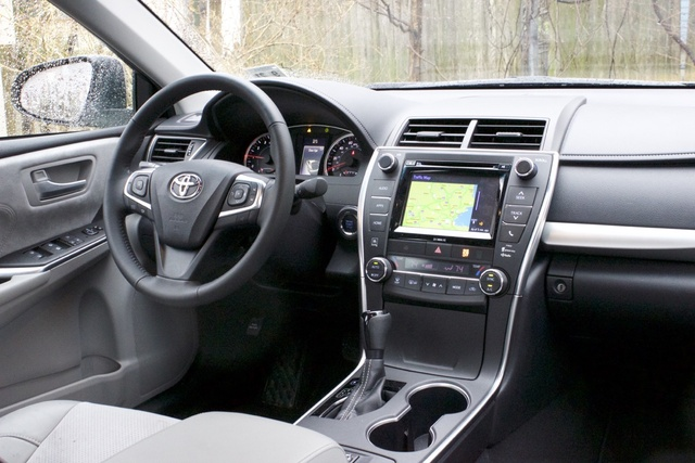 Interior of the 2017 Toyota Camry XSE., interior, gallery_worthy